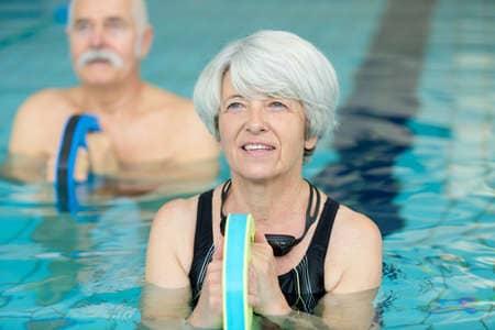 pratiquants d'un cours d'aqua stretch